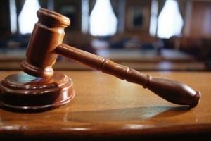 Обращаемся в суд что бы признать договор дарения недействительным.