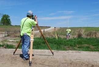 Проводим межевание земельного пая для исключения вопросов и споров со стороны соседей.