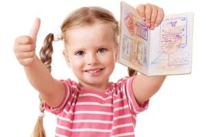 Условия вписывания ребенка в загранпаспорт.