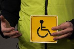 Кто имеет право устанавливать знак инвалид