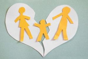 С кем остаётся ребенок после развода?