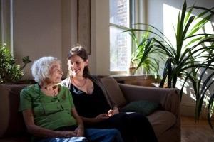 Как оформить дарственную на квартиру между близкими родственниками?