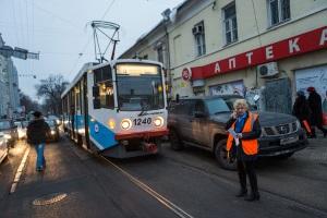 Штраф и ответственность за нарушение ПДД по передвижению ТС относительно трамвайных рельс